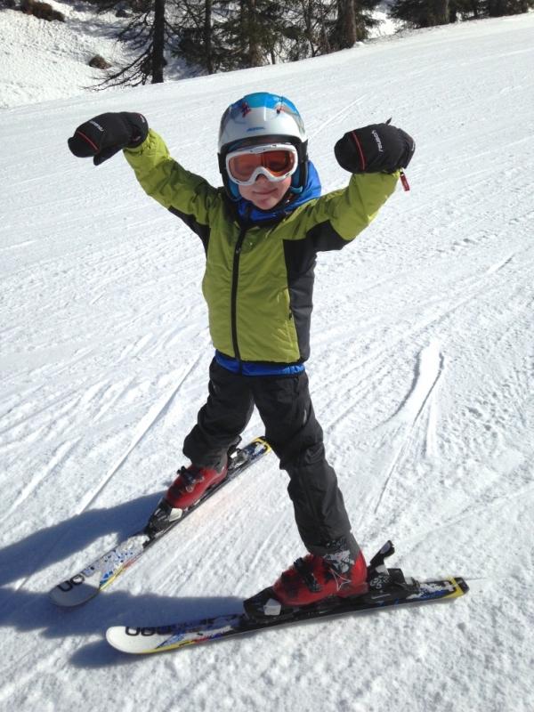 abbigliamento-attrezzatura-bambini-sulla-neve